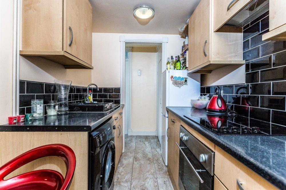 3 bedroom property for sale in sheppard street pontypridd for Q kitchen pontypridd