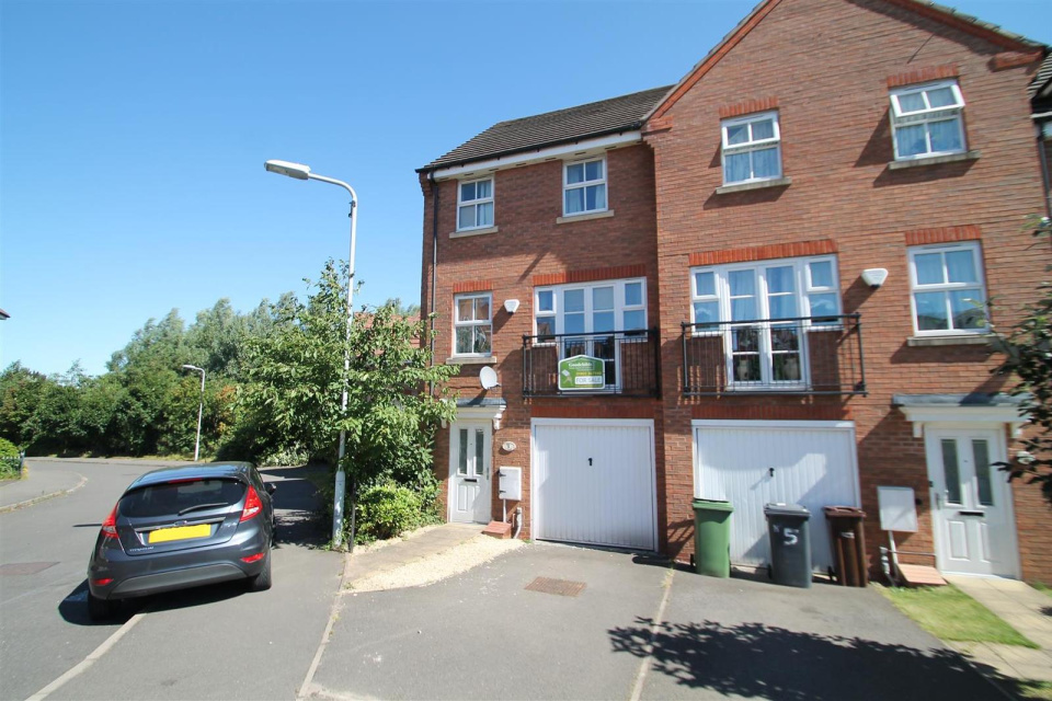 4 Bedrooms Terraced House for sale in Bay Avenue, Bilston