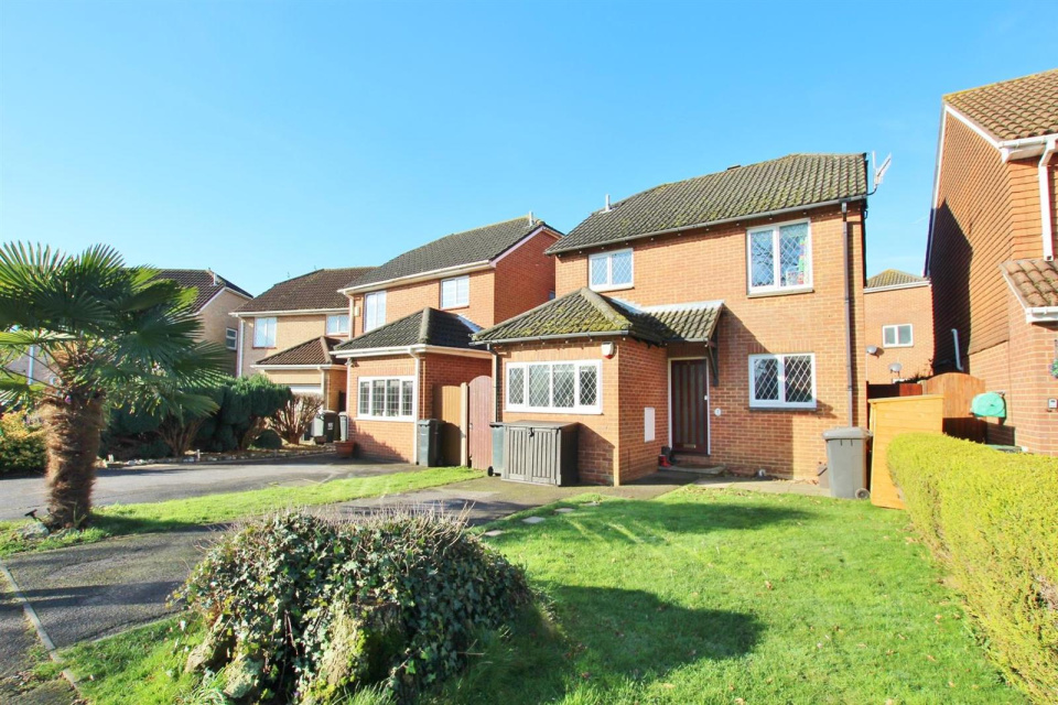 4 Bedrooms Property for sale in Spetisbury Close, Muscliff, Bournemouth