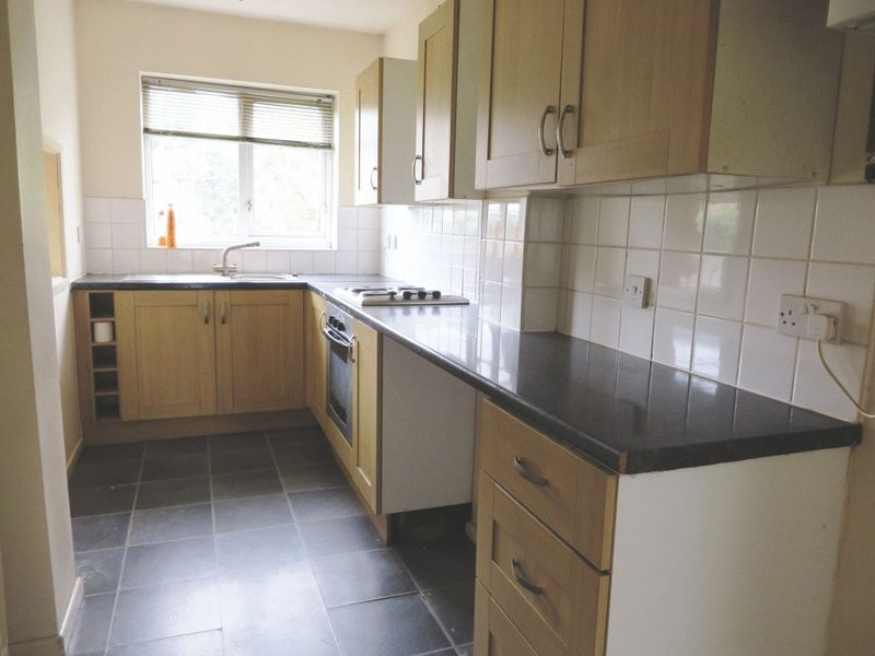 Kitchen Tiles Oldbury 3 bedroom property to let in wolverhampton road, oldbury - £625 pcm