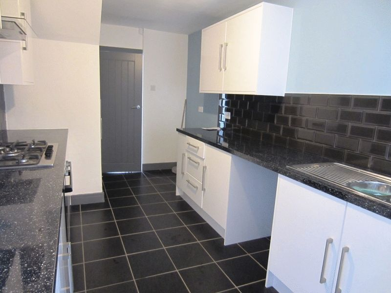 Kitchen Tiles Oldbury 3 bedroom property to let in brades road, oldbury - £700 pcm