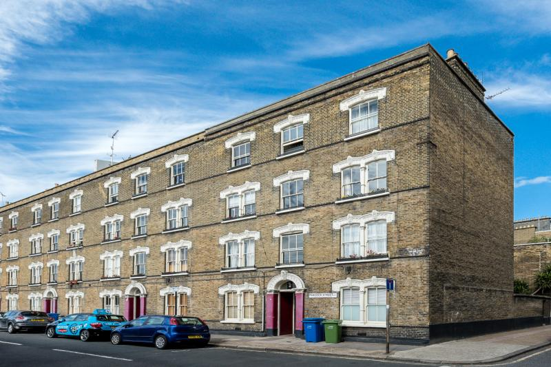 2 Bedroom Flat Apartment In Peacock Street
