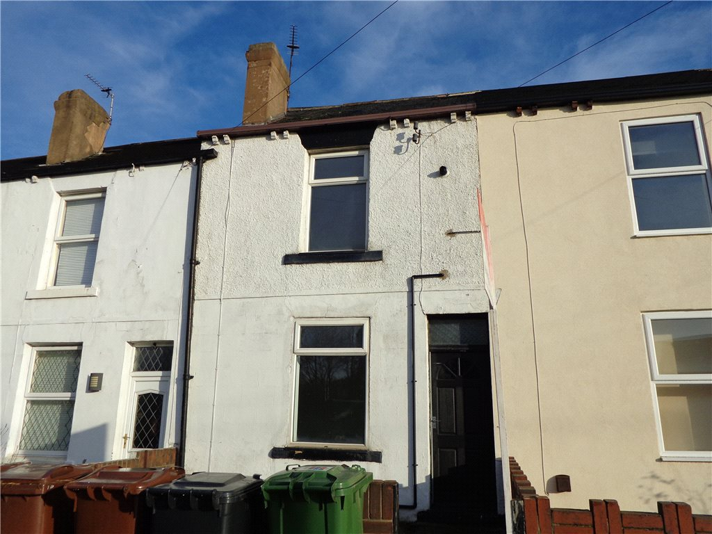 Property to let in Morley, exterior, white painted terraced house