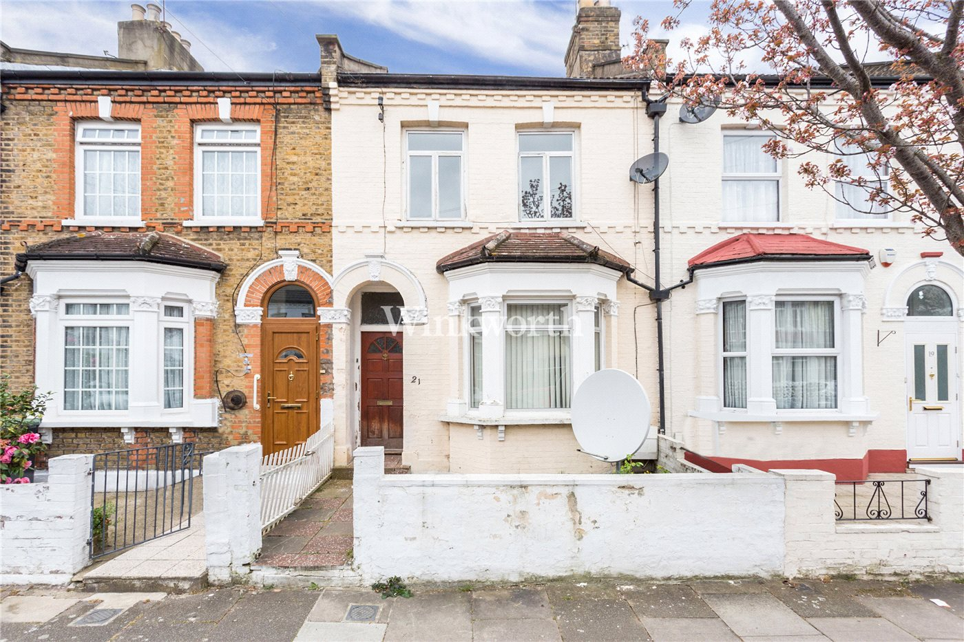 5 Bedroom Property For Sale In Livingstone Road London N13