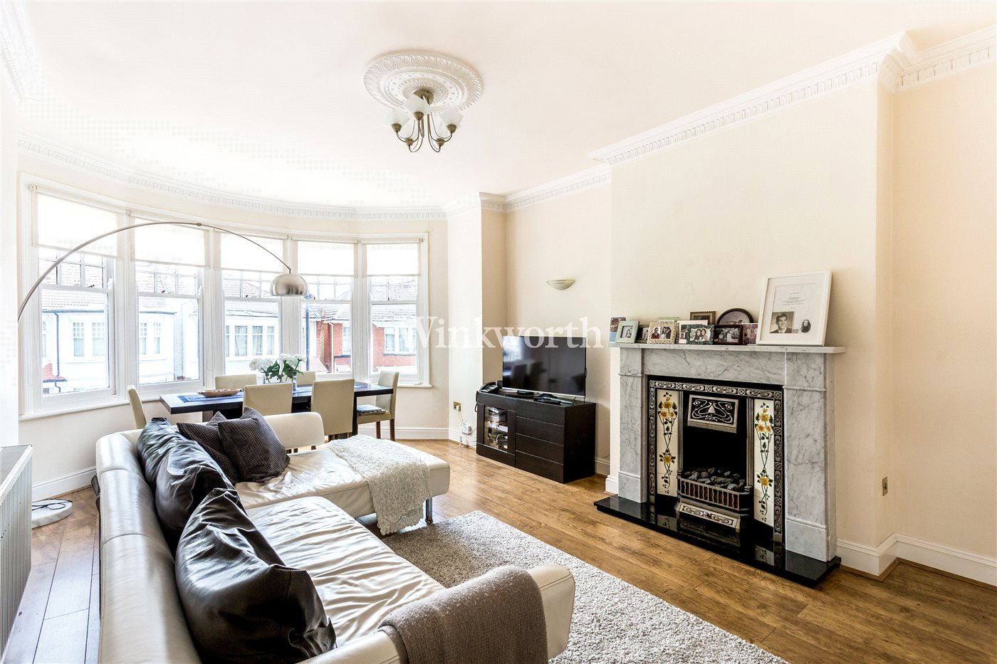 2 bedroom property for sale in Cranley Gardens, London, N13 - £425,000
