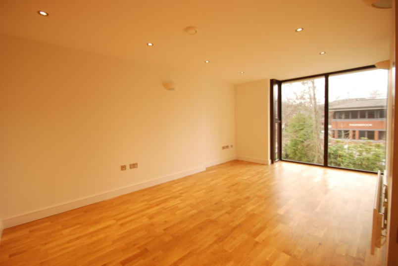 Flat/apartment to rent in Guildford - Weirview Place, Weyside Park, Godalming, GU7
