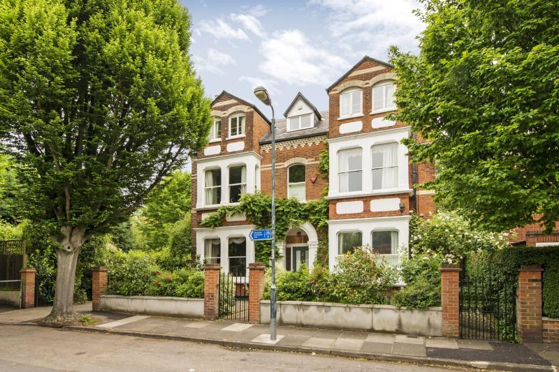 7 Bedroom Property For Sale In Woodlands Road Barnes