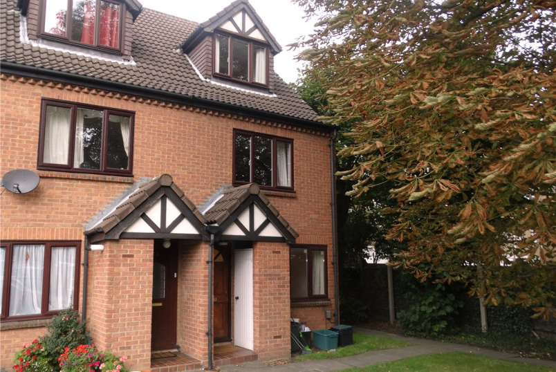 Maisonette to rent in Beckenham - Priory Close, Beckenham, BR3