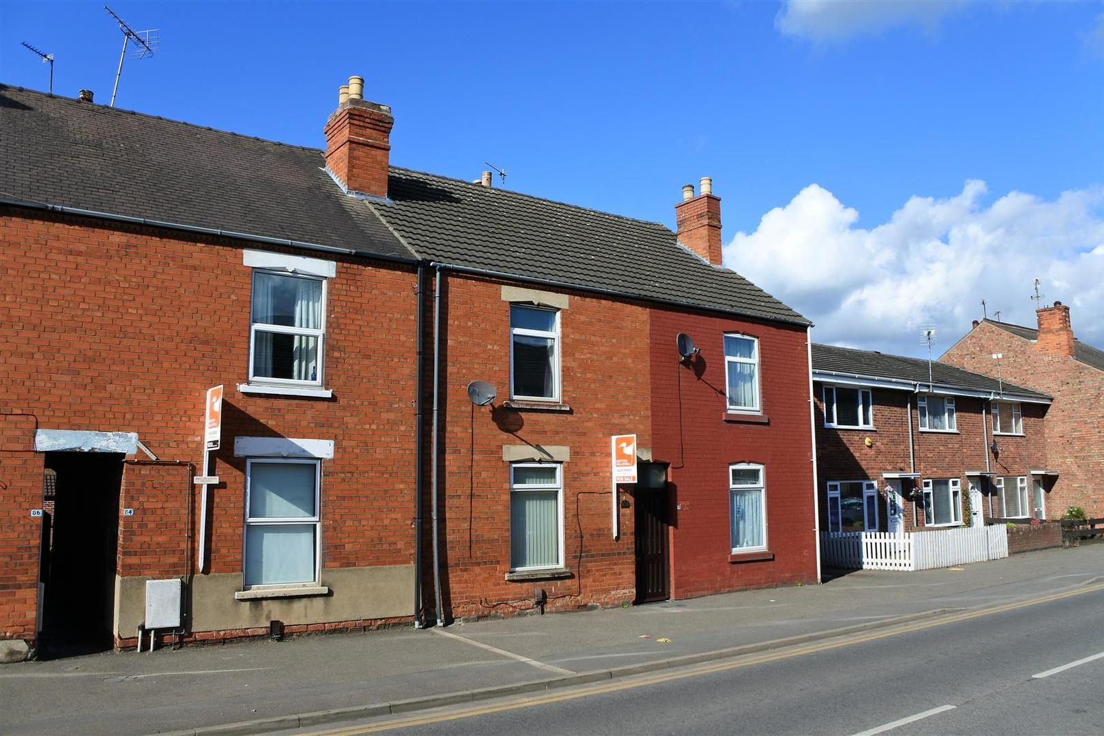 3 Bedrooms Terraced House for sale in Springfield Road, Grantham