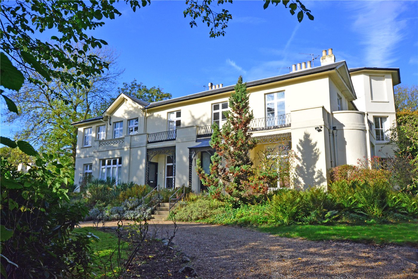 2 Bedroom Property For Sale In Priory Lodge 15 Priory
