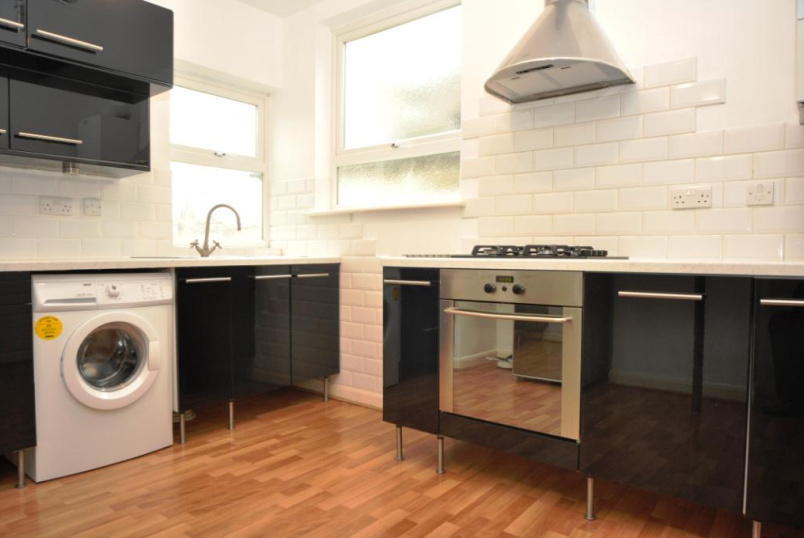 Flat/apartment to rent in Palmers Green - Brownlow Road, Bounds Green, N11