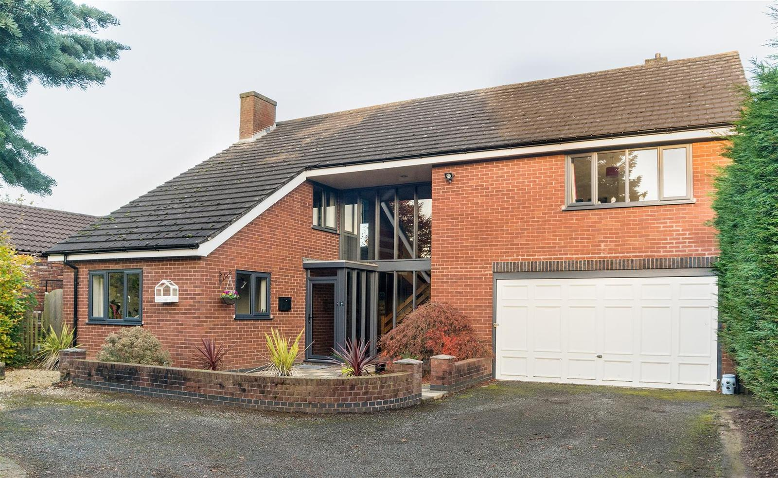 4 Bedrooms Property for sale in Acresford Road, Overseal, Swadlincote