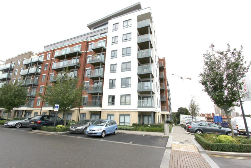 Flat/apartment to rent in Hendon - Empire House, 6 East Drive, Beaufort Park, NW9