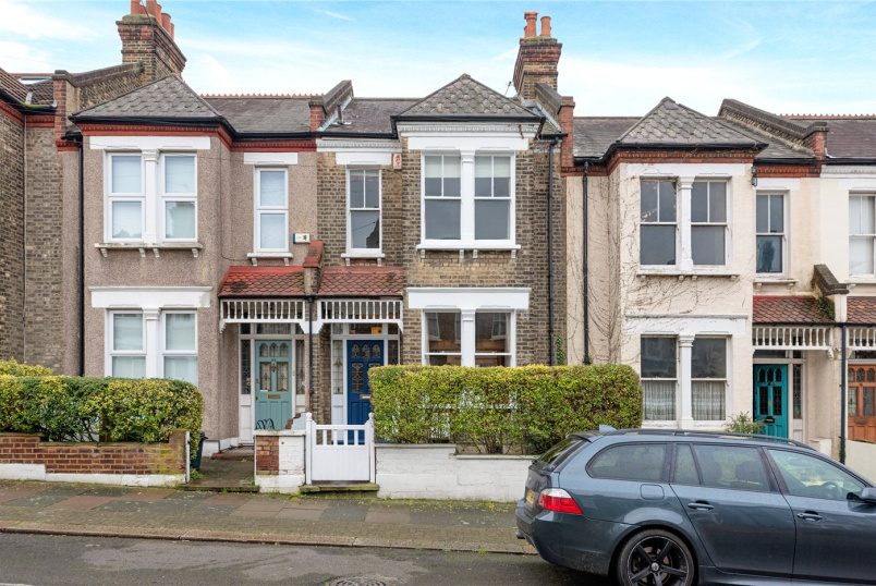 House to rent in Tooting - Crowborough Road, London, SW17