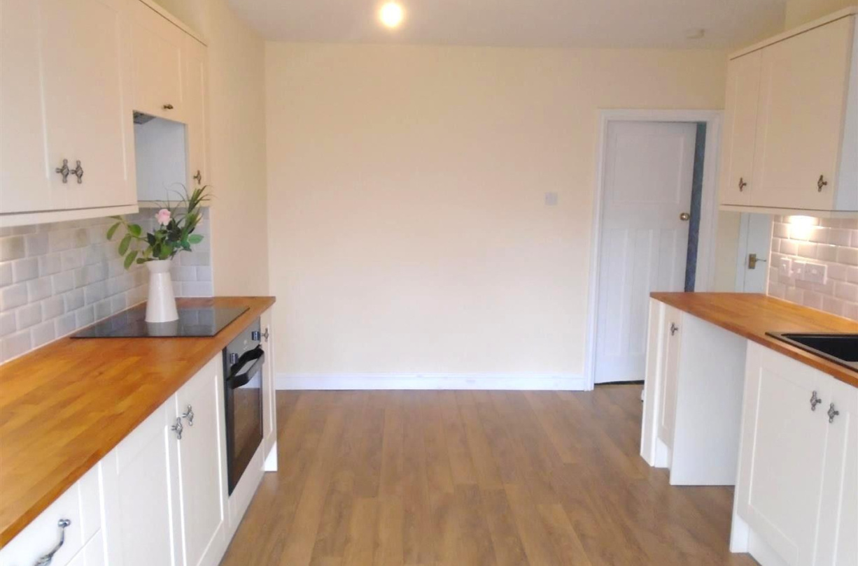 Man Cave Cannock : 2 bedroom property for sale in wolverhampton road wedges mills