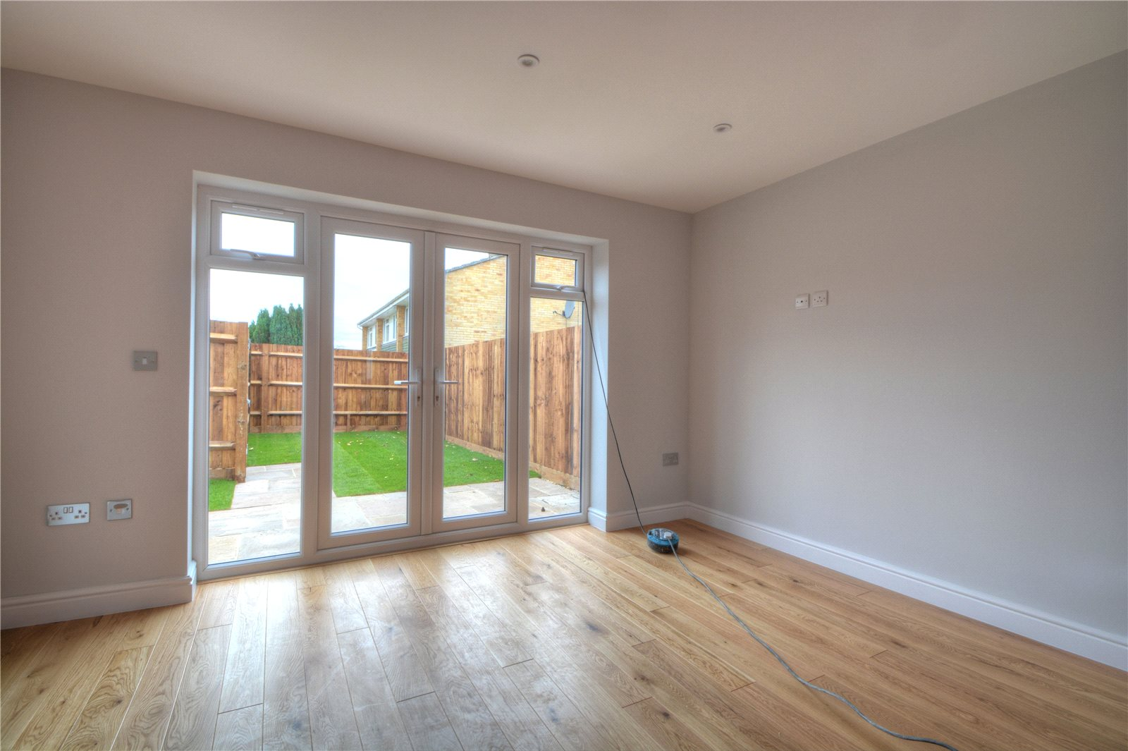 2 Bedroom Property For Sale In Hazelbank Close Liphook Hampshire GU30
