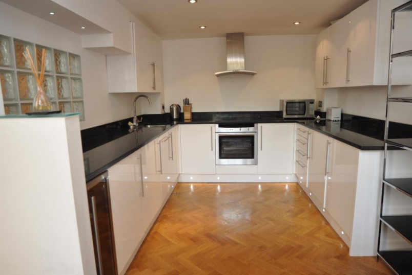 Flat/apartment to rent in Palmers Green - Corrib Court, 49 Crothall Close, London, N13
