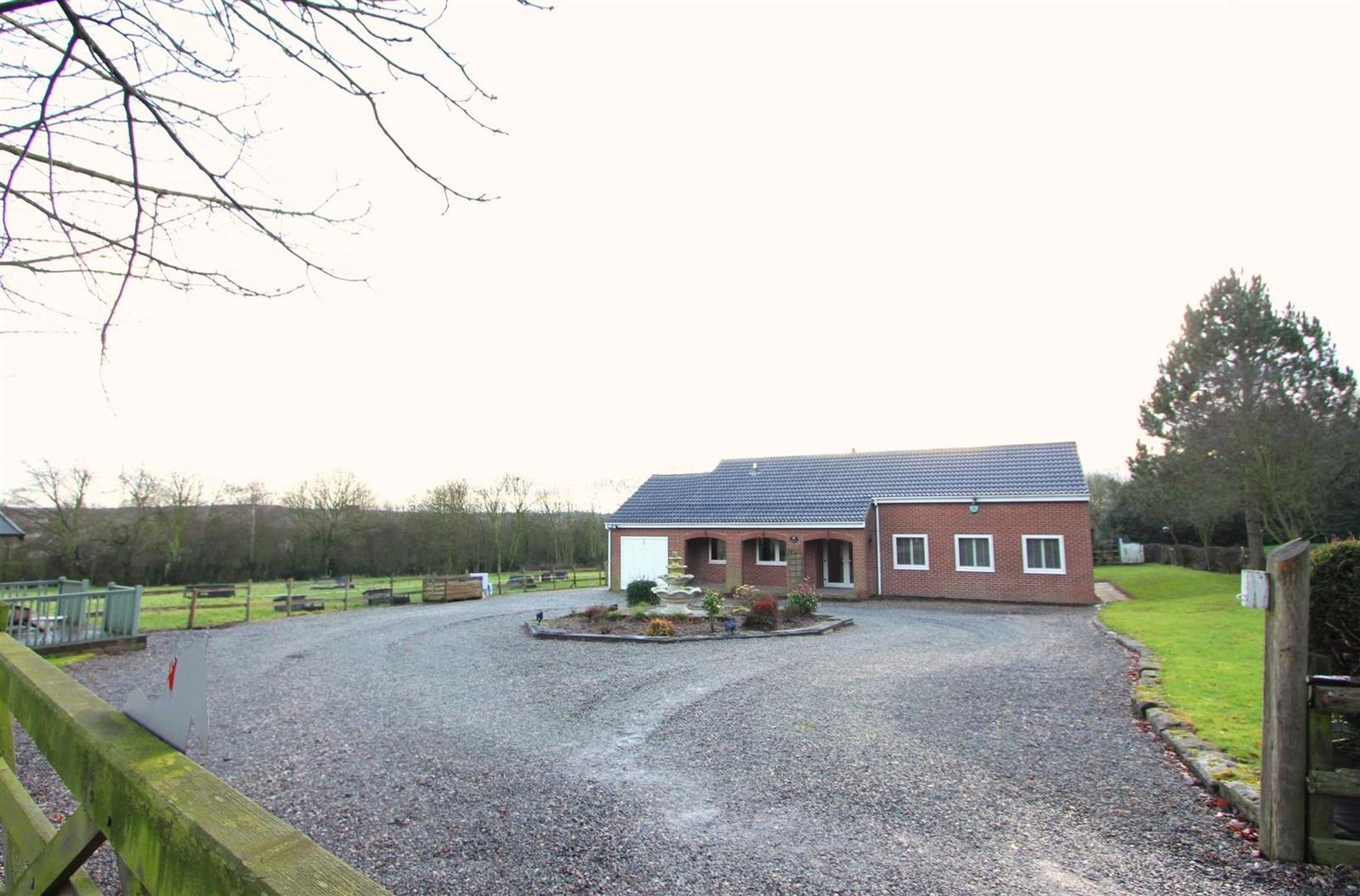 4 Bedrooms Property for sale in Hall Lane, Donisthorpe, DE12 7PZ