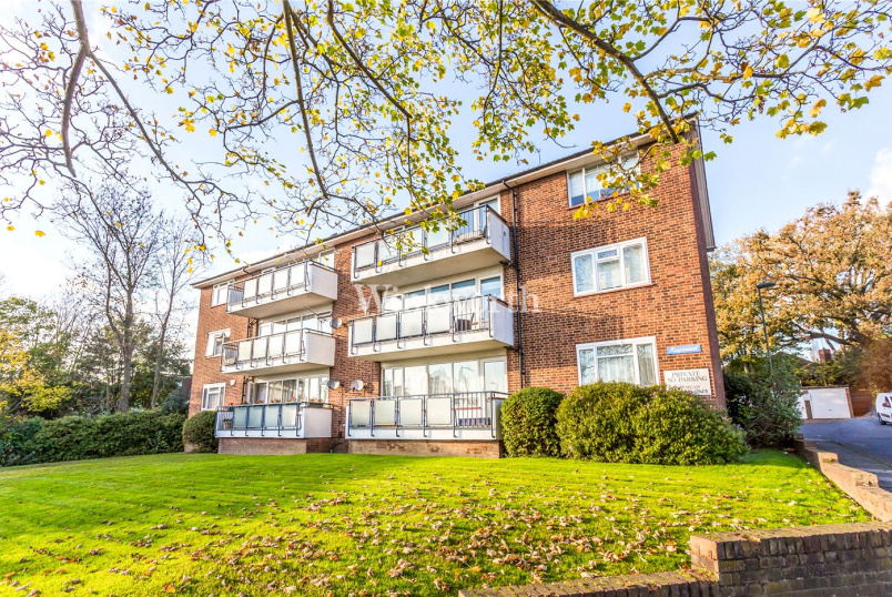 Flat/apartment to rent in Hendon - Raymead, Tenterden Grove, London, NW4
