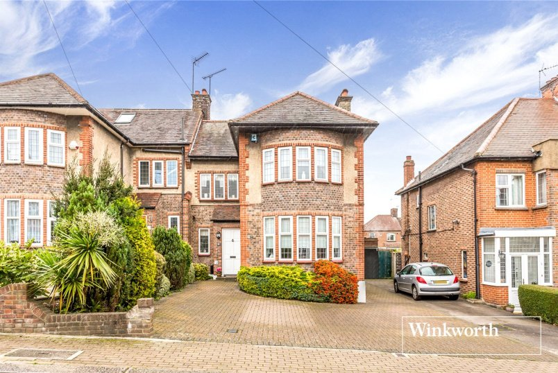 House for sale - Saddlescombe Way, Woodside Park, N12