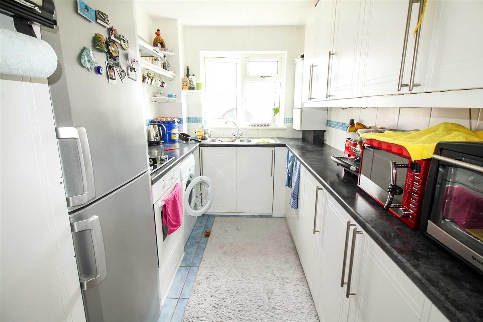 2 bedroom property for sale in Landau Way,Turnford, Broxbourne ...