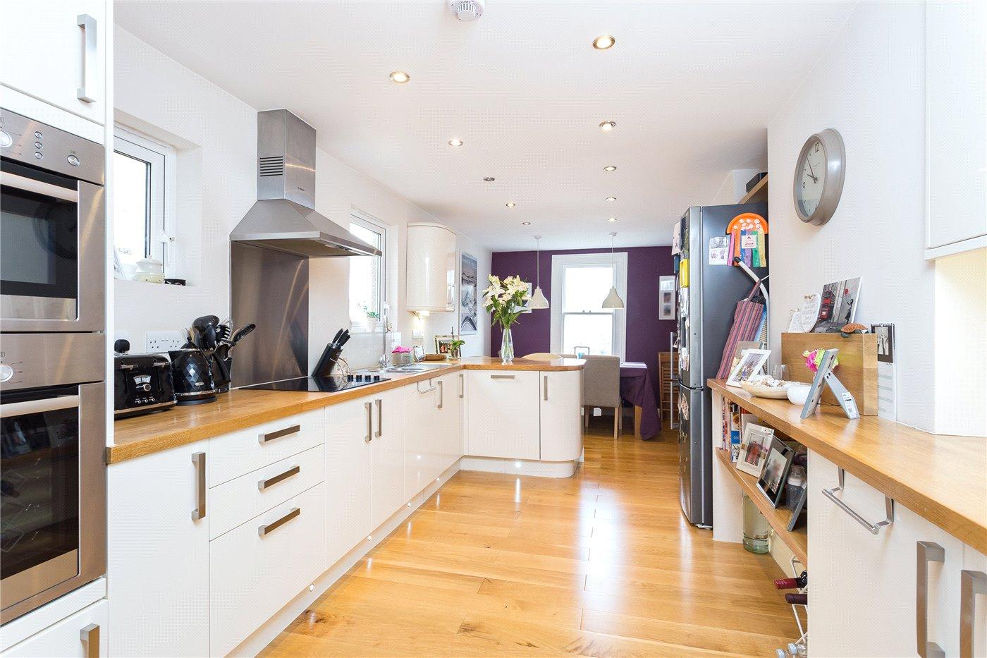 3 Bedroom Property For Sale In Whiteley Road London Se19