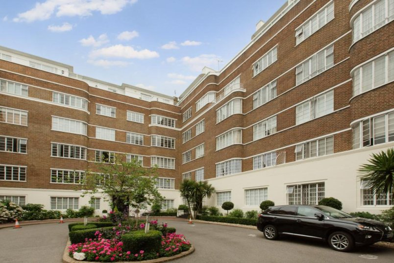 Flat/apartment to let - Stockleigh Hall, Prince Albert Road, St John's Wood, NW8