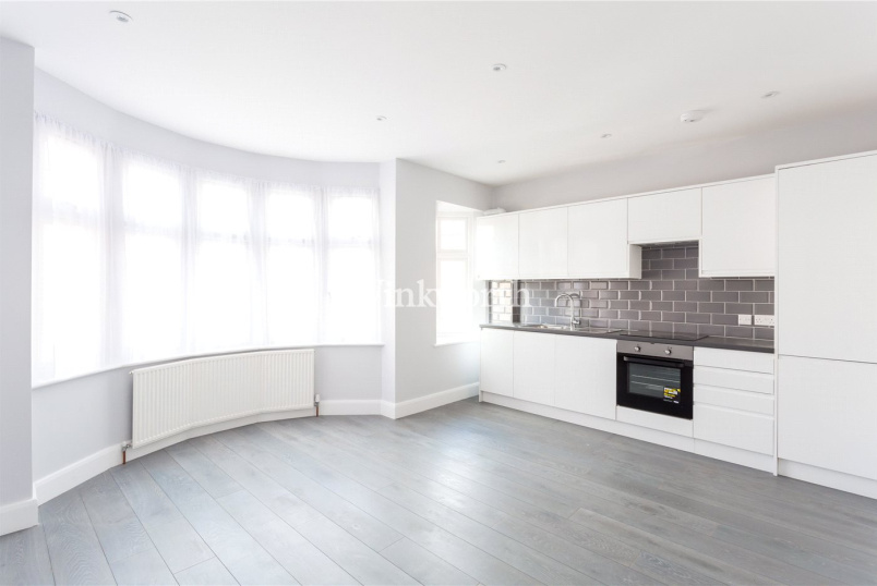 Flat/apartment to rent in Palmers Green - New River Crescent, London, N13