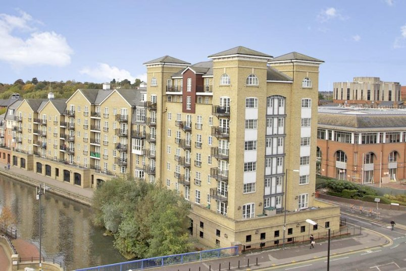 Flat/apartment to let - Riverside House, Fobney Street, Reading, RG1