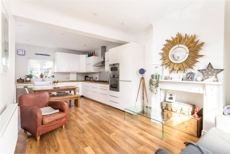 House for sale - New Road, London, N8