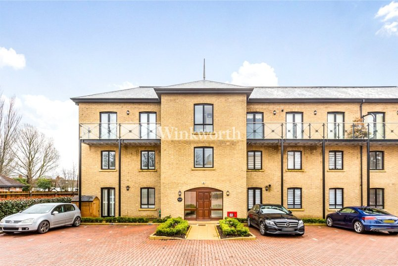 Flat/apartment for sale in Palmers Green - Davis House, 5 Huguenot Drive, London, N13