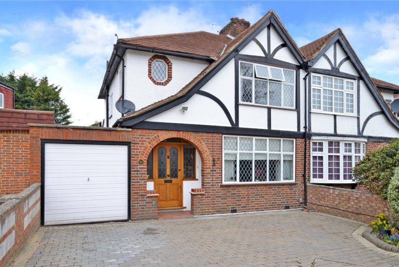 House for sale - Brockenhurst Avenue, Worcester Park, KT4