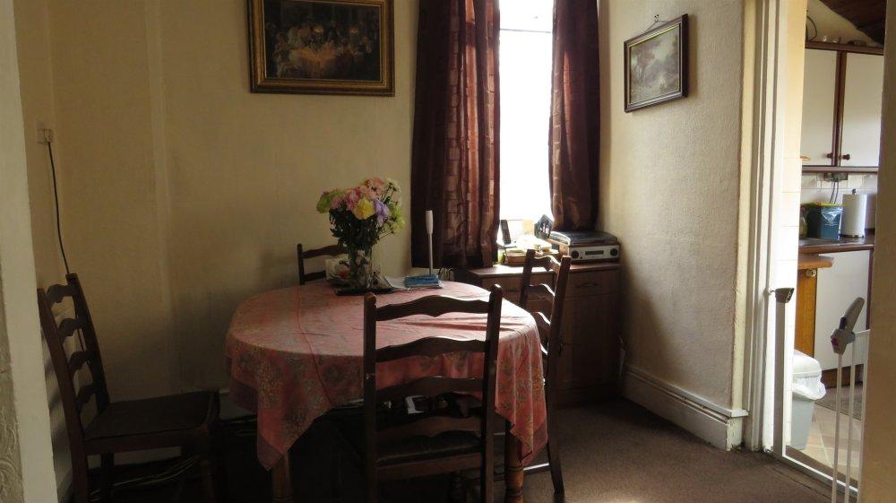 3 Bedroom Property For Sale In Pentre Road Pontarddulais Swansea