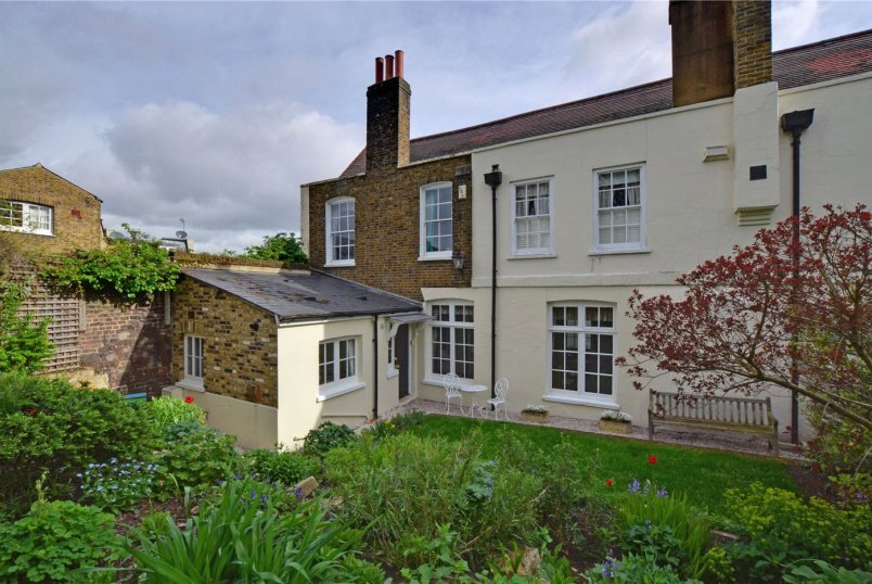 House for sale in Greenwich - Crooms Hill, London, SE10