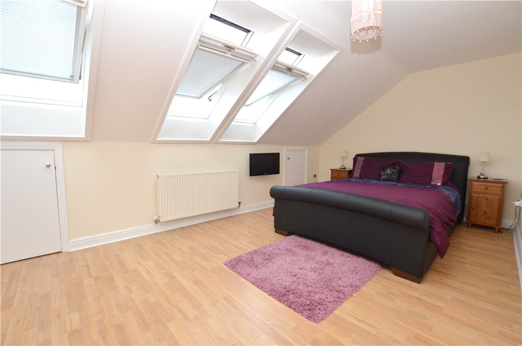 apartment for sale in Pudsey, spacious double bedroom