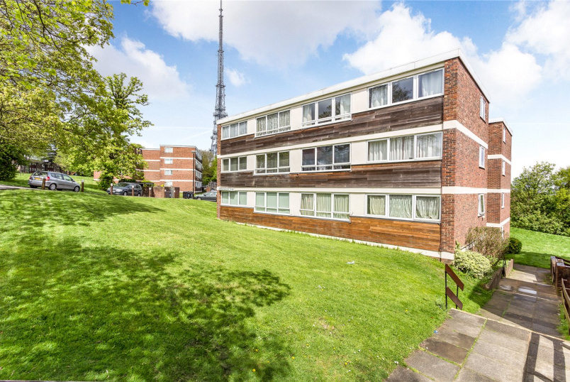 Flat/apartment for sale in Crystal Palace - Dorrington Court, South Norwood Hill, London, SE25
