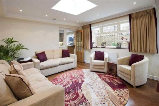 House to let - Middlefield, St John's Wood, London, NW8