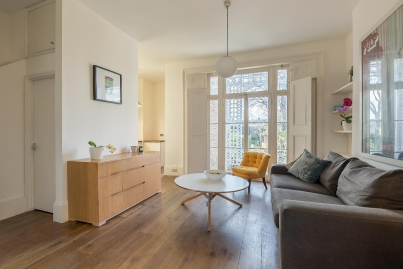 Flat for sale in Clapham - GAUDEN ROAD, SW4