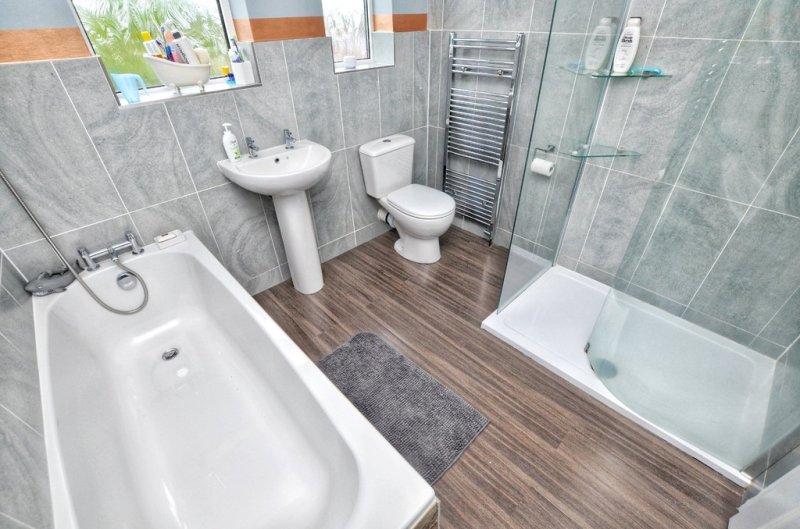 3 bedroom property for sale in Blenheim Road, Barnsley