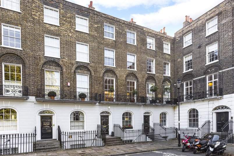 House for sale in Clerkenwell & City - Myddelton Square, London, EC1R