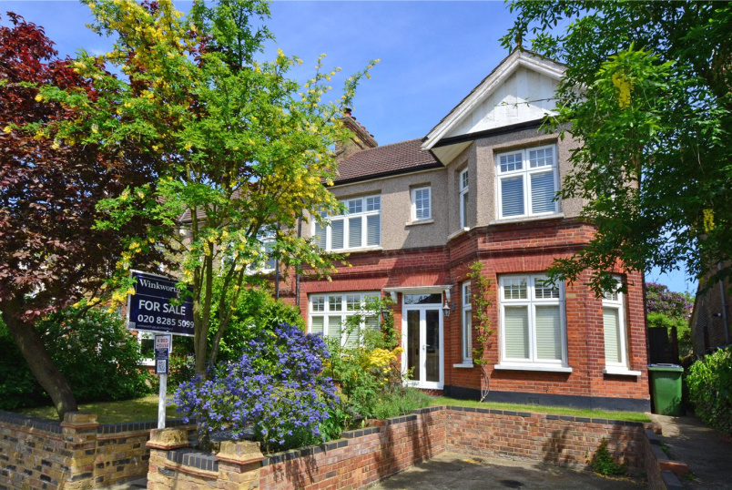 House for sale in Chislehurst - Glenhouse Road, London, SE9