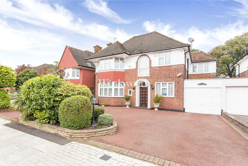 House for sale - Manor Hall Avenue, London, NW4