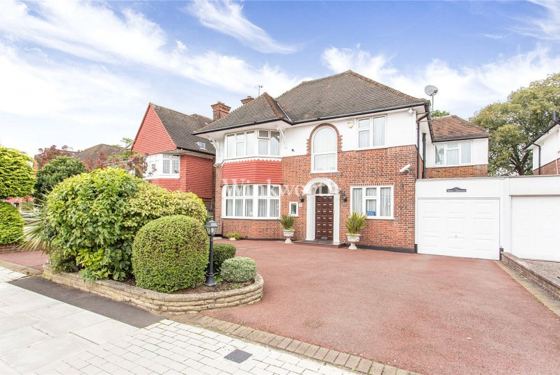 House for sale in Hendon - Manor Hall Avenue, London, NW4