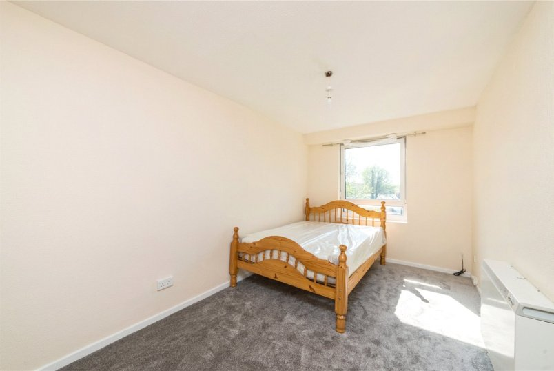 Flat/apartment to let - Gautrey Road, London, SE15