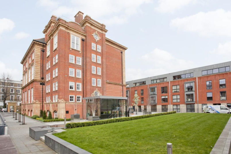 Flat/apartment to let - Drummond Way, Barnsbury, N1