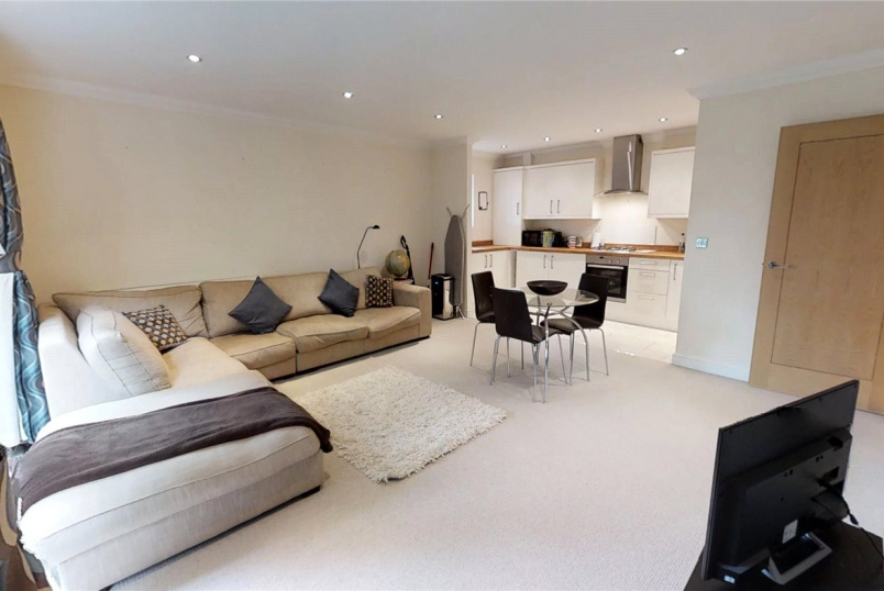 Flat/apartment to rent in Guildford - Merrow Heights, 253 Epsom Road, Guildford, GU1
