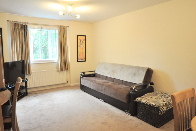Flat/apartment to rent in Palmers Green - Davey Close, London, N13