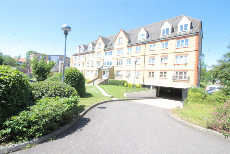 Flat/apartment to let - Trinity House, Station Road, Borehamwood, WD6