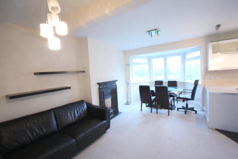 Flat/apartment to rent in Hendon - Dehar Crescent, Hendon, London, NW9