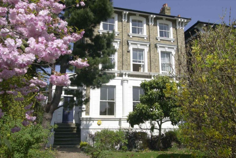 Flat/apartment to let - Vanbrugh Park, London, SE3